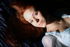 Fille rouge de cheveu Images libres de droits