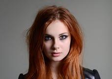 Fille rouge de cheveux Images libres de droits