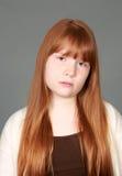 Fille rousse de tween triste avec des taches de rousseur Images stock