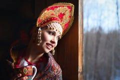 Fille russe dans un kokoshnik Photos libres de droits