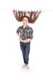 Fille séchant ses cheveux sur une corde Image libre de droits