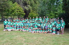 Fille scout Camp Group Photographie stock libre de droits