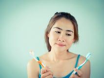 Fille se brossant les dents Images libres de droits