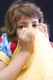 Fille se cachant derrière le tissu Photos libres de droits