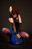 Fille sensuelle avec la guitare électrique Images libres de droits
