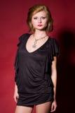 Fille sensuelle dans la robe noire Image libre de droits