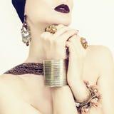 Fille sensuelle en bijoux Photographie stock