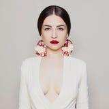 Fille sexuelle de beauté avec les lèvres rouges photo libre de droits