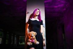 Fille sexy dans un bâtiment abandonné Photographie stock