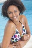 Fille sexy de femme d'Afro-américain dans la piscine Photo libre de droits