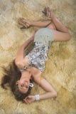 Fille sexy sur la couverture de laines Photos stock