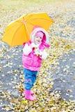 Fille sous la pluie Image stock