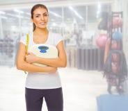 Fille sportive au centre de fitness Images libres de droits