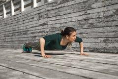 Fille sportive de forme physique Image stock