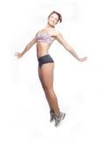 Fille sportive sautante Photographie stock libre de droits