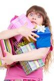 Fille stupéfaite avec des cadeaux Image libre de droits