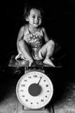 Fille sur des échelles photo libre de droits