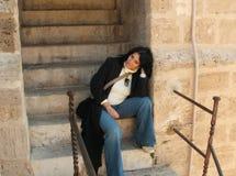 Fille sur l'escalier Photo stock