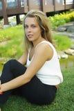 Fille sur l'herbe Photographie stock libre de droits