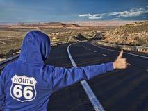 Fille sur l'itinéraire 66 Photographie stock libre de droits