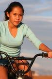 Fille sur la conduite de vélo Images libres de droits