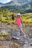 Fille sur la montagne Pirin Image stock