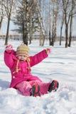 Fille sur la neige de fond Photographie stock