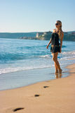 Fille sur la plage Photo stock