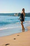 Fille sur la plage Photo stock