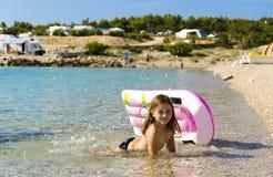 Fille sur la plage images libres de droits