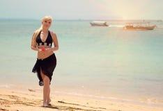 Fille sur la plage Photographie stock
