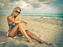 Fille sur la plage Image libre de droits