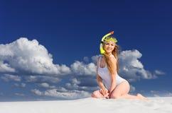 Fille sur la plage image stock