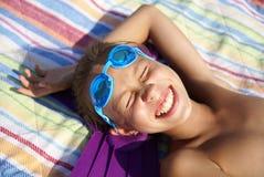 Fille sur la plage de mer Photo libre de droits