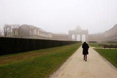Fille sur le chemin à Bruxelles Photographie stock libre de droits
