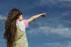Fille sur le ciel Photographie stock