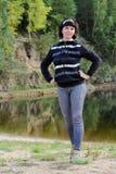 Fille sur le lac Photo stock