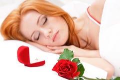 Fille sur le lit Photo libre de droits