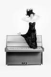 Fille sur le piano Image libre de droits