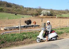 Fille sur le scooter images stock
