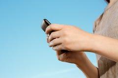 Fille sur le téléphone portable Photographie stock