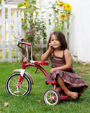 Fille sur le tricycle image libre de droits