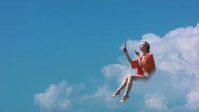 Fille sur un nuage banque de vidéos