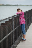 Fille sur un pilier Photos libres de droits