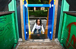 Fille sur un playfield au Danemark Image stock