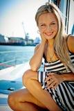 Fille sur un yacht photo stock