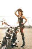 Fille sur une moto photos libres de droits