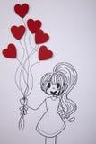 Fille tenant le ballon en forme de coeur Image libre de droits