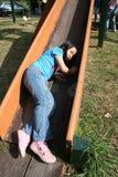 Fille tombant sur la glissière Photo libre de droits