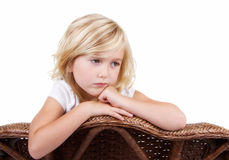 Fille triste s'asseyant dans la chaise Photos stock